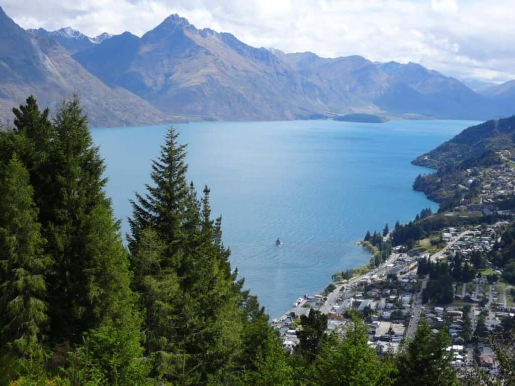 new-zealand-south-island-queenstown-landscape-lake