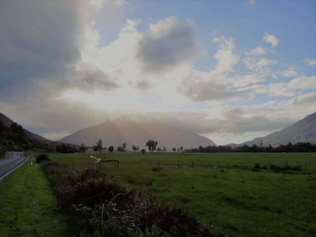 roadside-picture-arthur's-pass-sunlight-filtering-through-clouds
