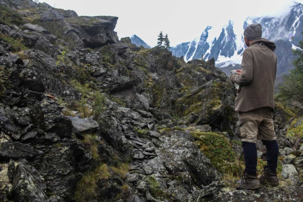 man-wearing-earth-tones-in-mountains