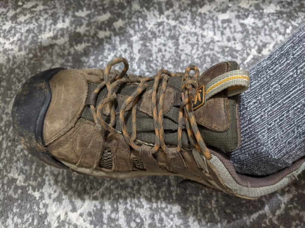 keen-hiking-shoes-with-slack-along-laces